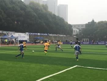 郑州一小学足球队出战玛丽莱杯全国精英赛勇