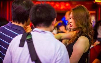 泰国红灯区是发型女生的目的地,数着人民币姑适合最爱国人饼什么脸图片