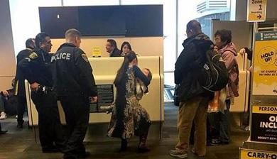 华裔因喂奶在美被赶下飞机 美网友:滚回中国去