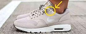 运动鞋最后两个孔 是干什么用的?