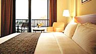 酒店床尾放塊布是干這用的
