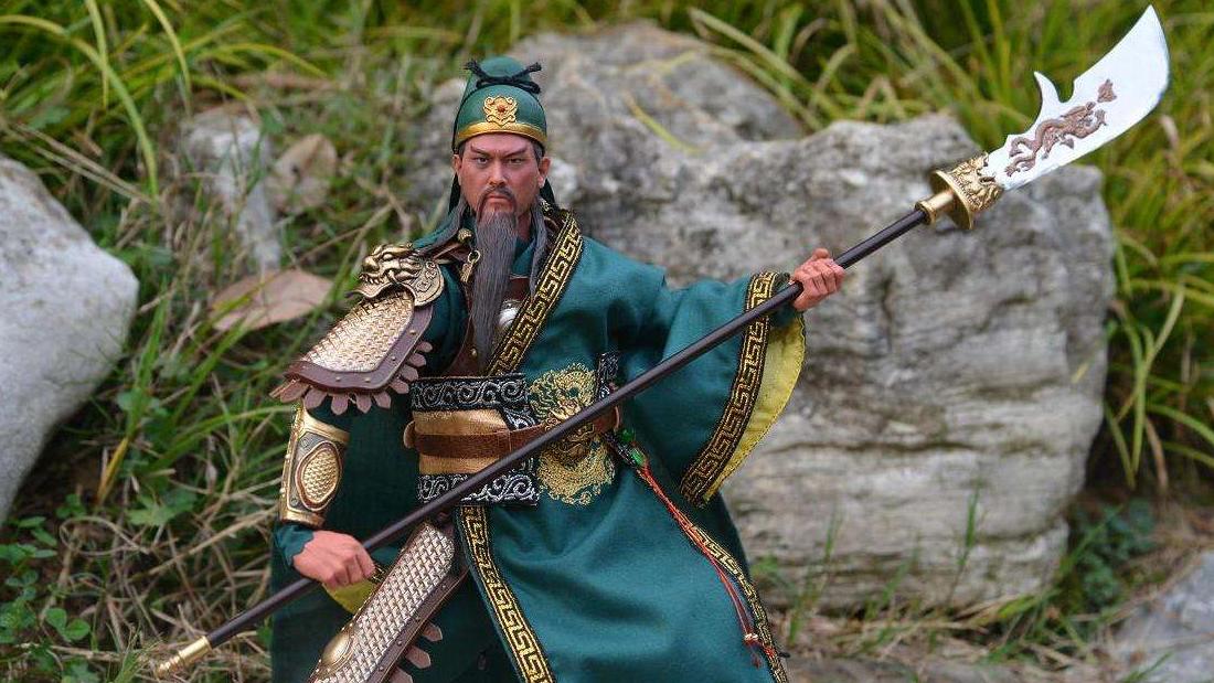 古代武将真举着几十斤武器打一天?用文物揭秘实战兵器重量