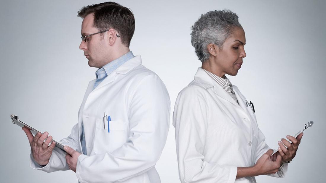 欧美医生和病人13p_医生为啥要穿白大褂?_观察者网_知道日报_百度知道