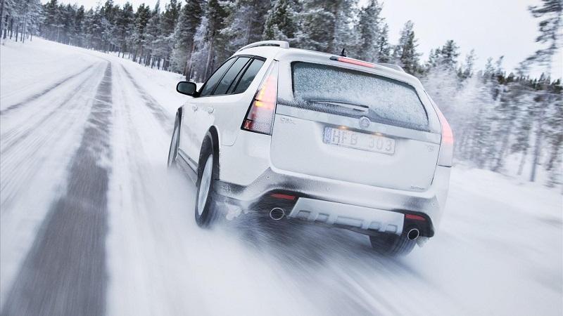 冰雪天,安全驾驶该特别注意什幺?